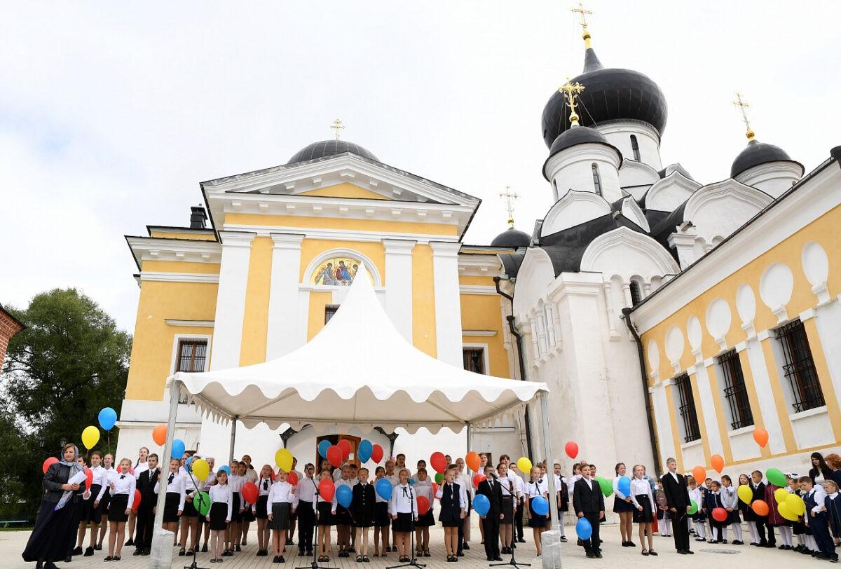 Игорь Руденя и Виктор Христенко напутствовали первоклассников в Тверской области