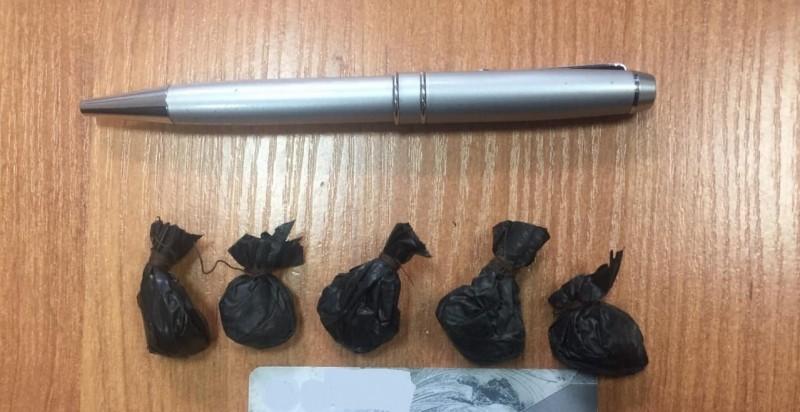 Мужчину с пятью свёртками героина задержали в Твери