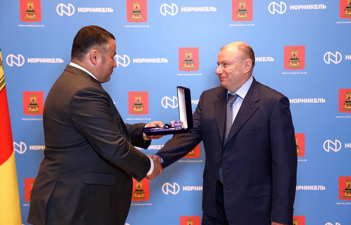 Игорь Руденя наградил Владимира Потанина за помощь региону в борьбе с коронавирусом