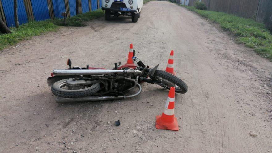 Мальчик-байкер протаранил иномарку в Тверской области и сломал ногу