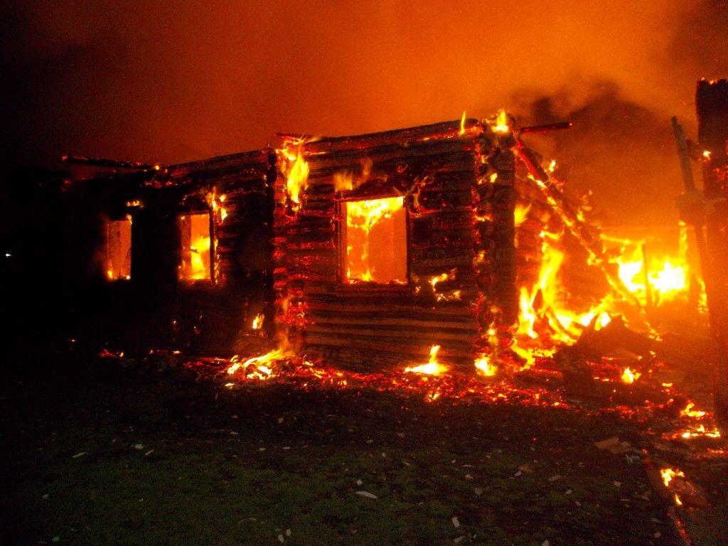 Житель Тверской области из-за мести сжег дом своей знакомой