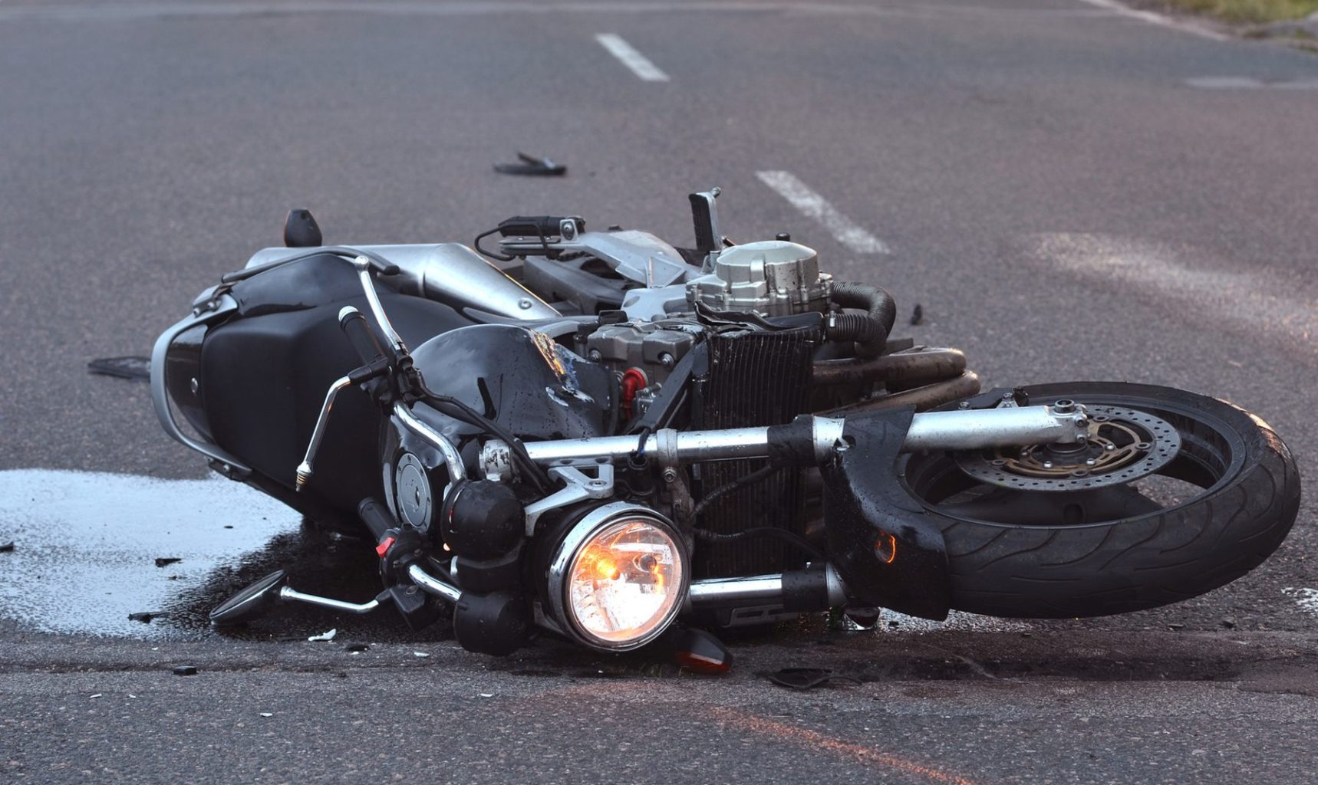 Мотоциклист серьезно пострадал при обгоне в Твери