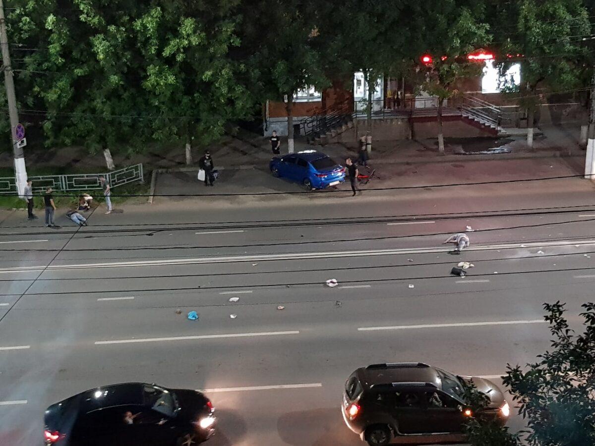 В Твери мотоциклист сбил пешехода-нарушителя и упал сам