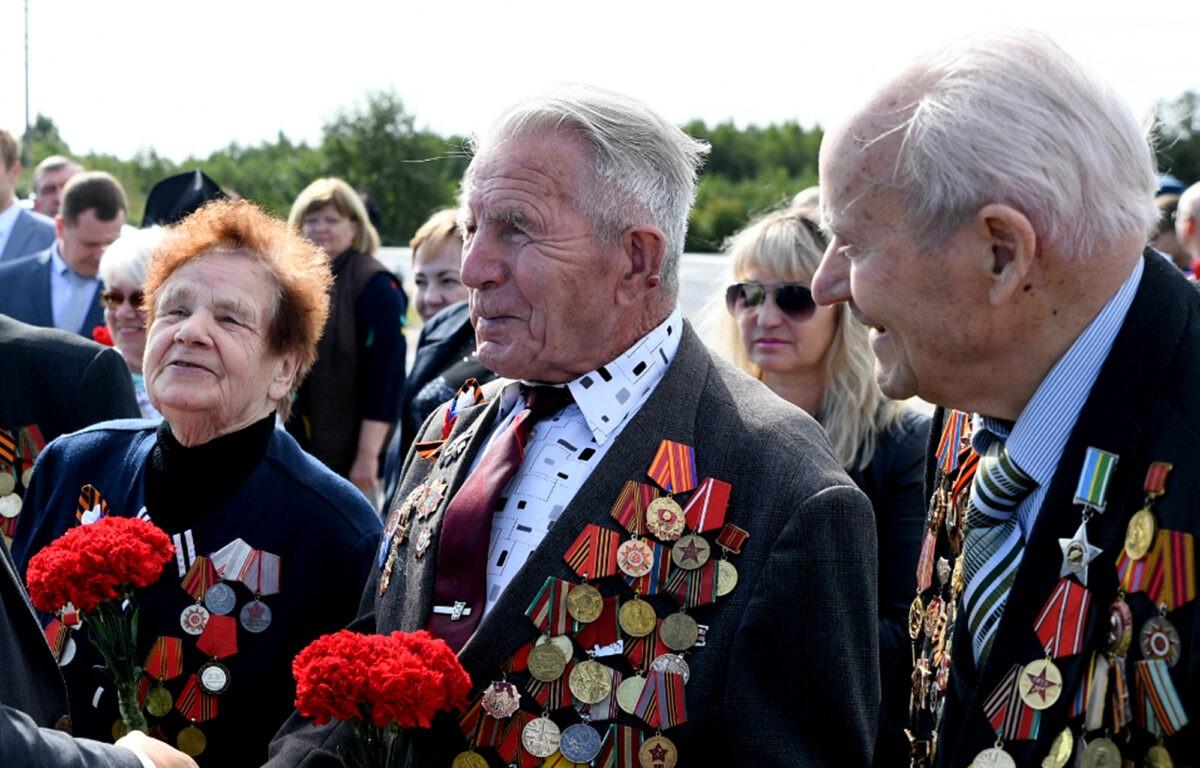 10 тверских ветеранов наградили Орденом Почета