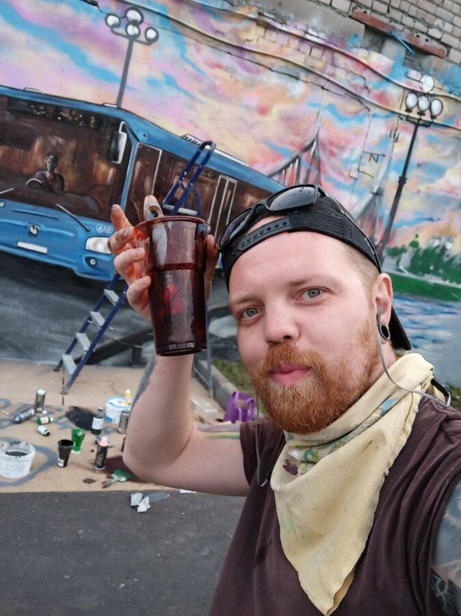 Опубликовано видео, как в Твери нарисовали граффити с автобусом