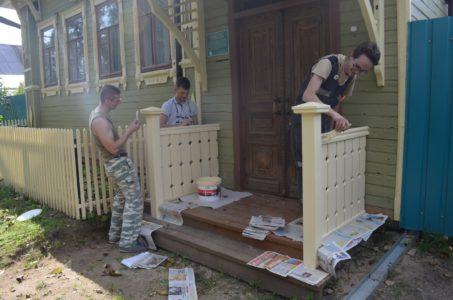 В Тверской области воссоздали резные балюстрады 100-летнего дома