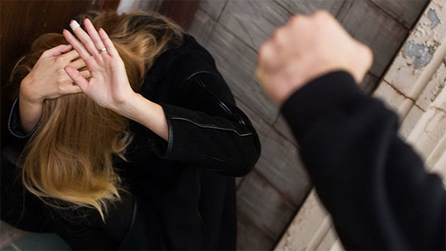 Пара сильно избила женщину в Тверской области