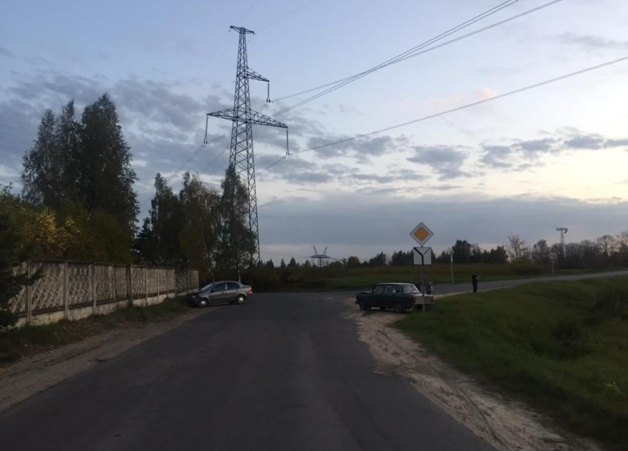 В Твери из-за девушки пострадал водитель преклонного возраста