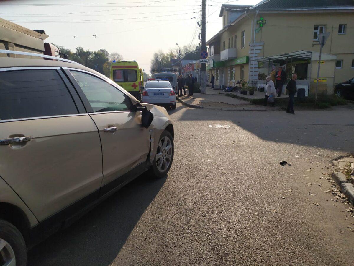 В Твери женщина на «Кадиллаке» сбила мотоциклиста