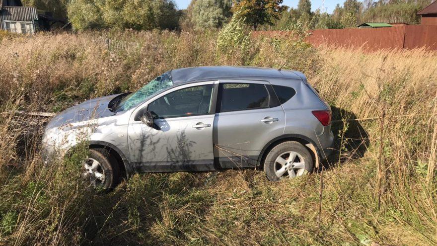 Водитель-пенсионер не справился с управлением и опрокинулся в Тверской области