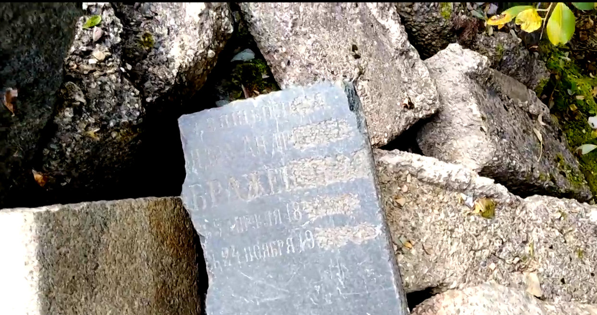 В Тверской области в горе строительного мусора прохожие нашли артефакты