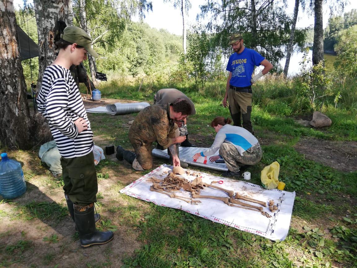 На огороде в Тверской области нашли могилу убитой юной партизанки