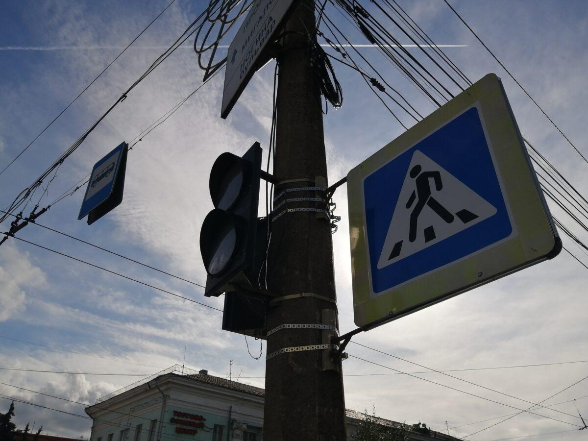 В Твери на бульваре Ногина не работает светофор, скапливается пробка