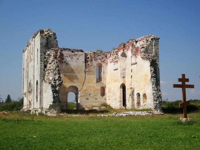 17 миллионов рублей потратят на собор XV века в Тверской области
