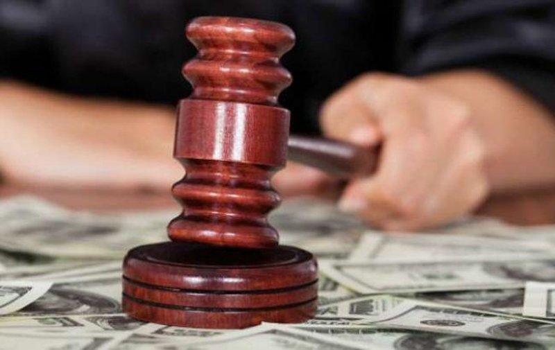 Житель Тверской области согласился передать взятку судье, но решил присвоить деньги