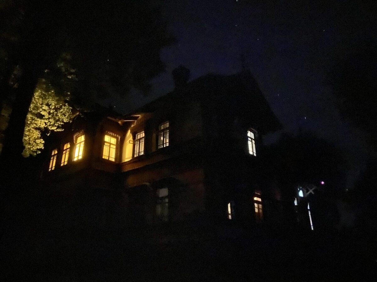 Опубликованы фото, как энтузиасты восстанавливают старинную усадьбу в Тверской области
