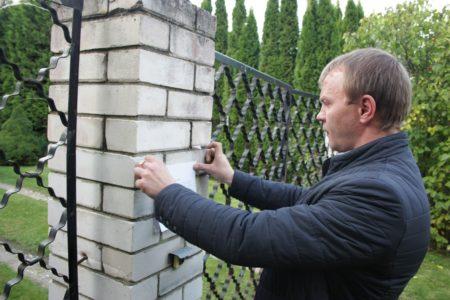 Жителей Твери заставляют сносить незаконные заборы и постройки