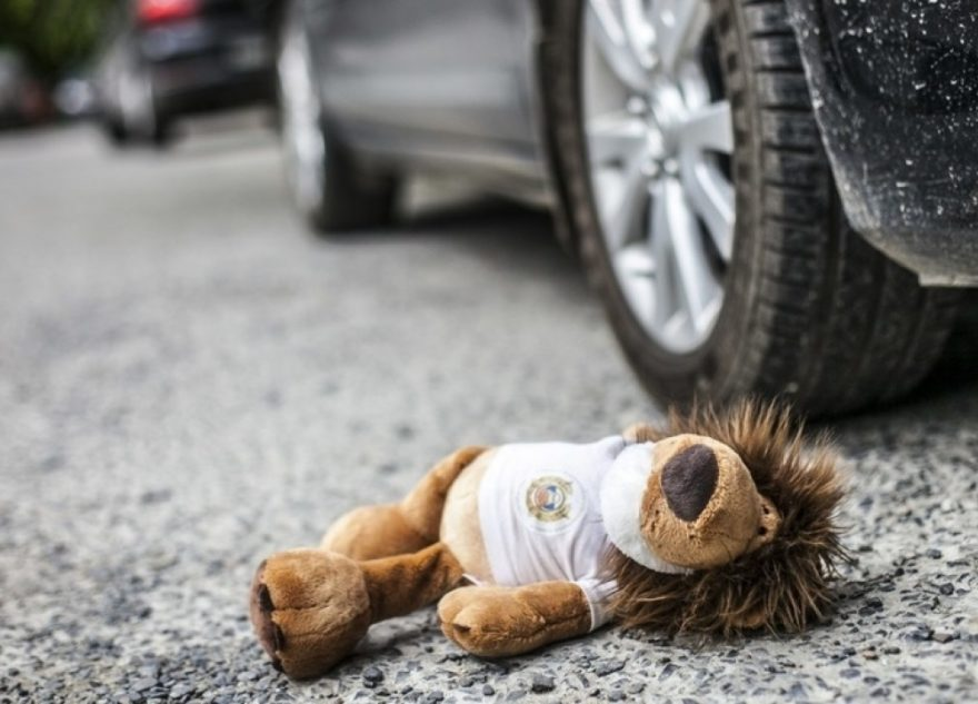 В Тверской области машина сбила ребенка у автобусной остановки