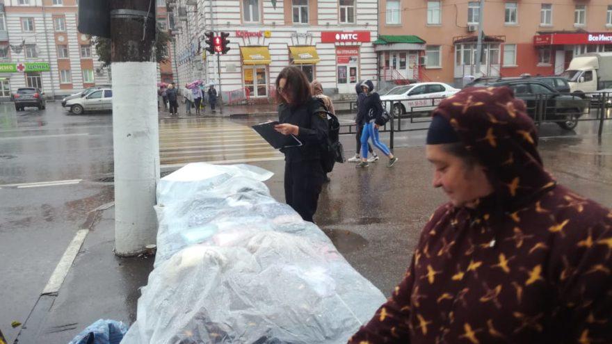 В Твери у уличных продавцов изъяли товар и оборудование