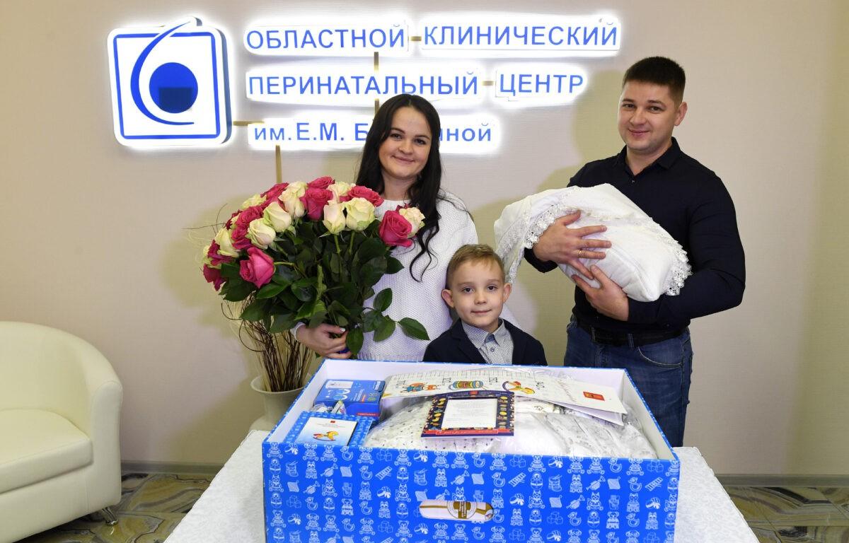 Больше 9500 тверских семей ушли из роддомов с подарками
