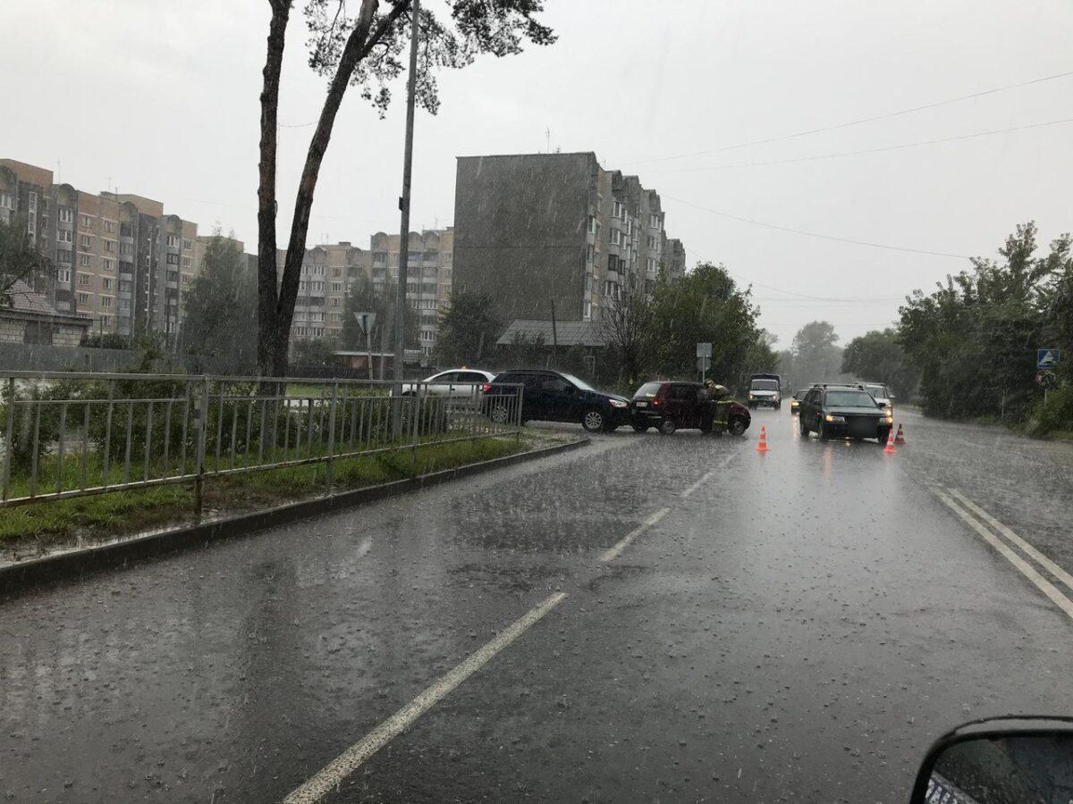 6-летнюю девочку госпитализировали после тройного ДТП в Тверской области