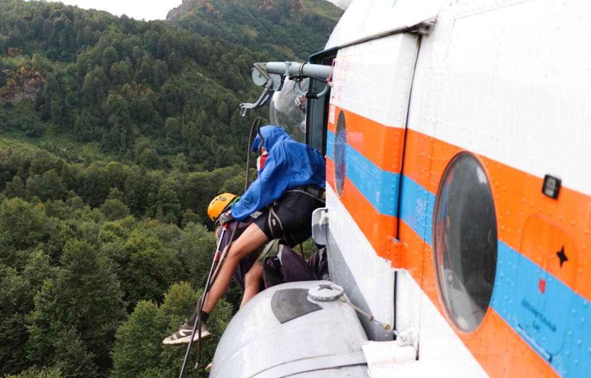 Тверских детей эвакуировали с сочинской горы на вертолете
