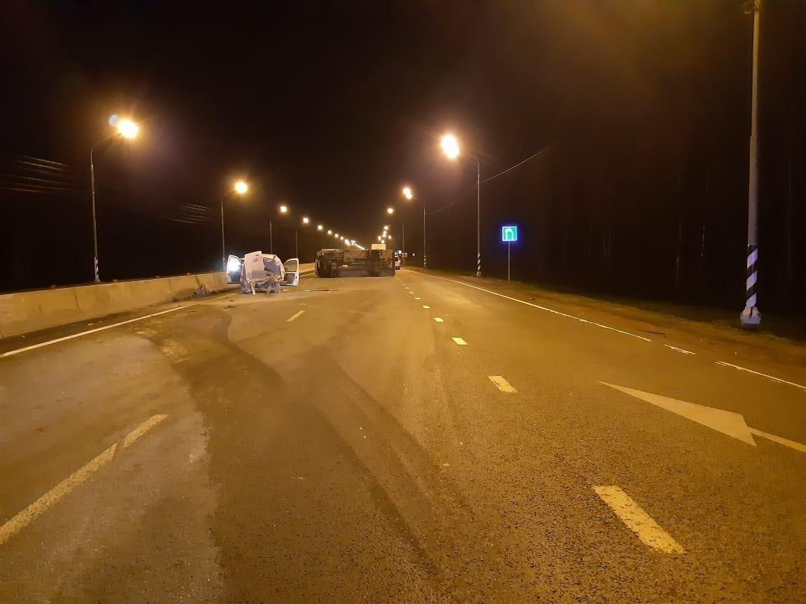 На трассе в Тверской области «Рено» ушёл от лося, но не ушёл от «Ивеко»
