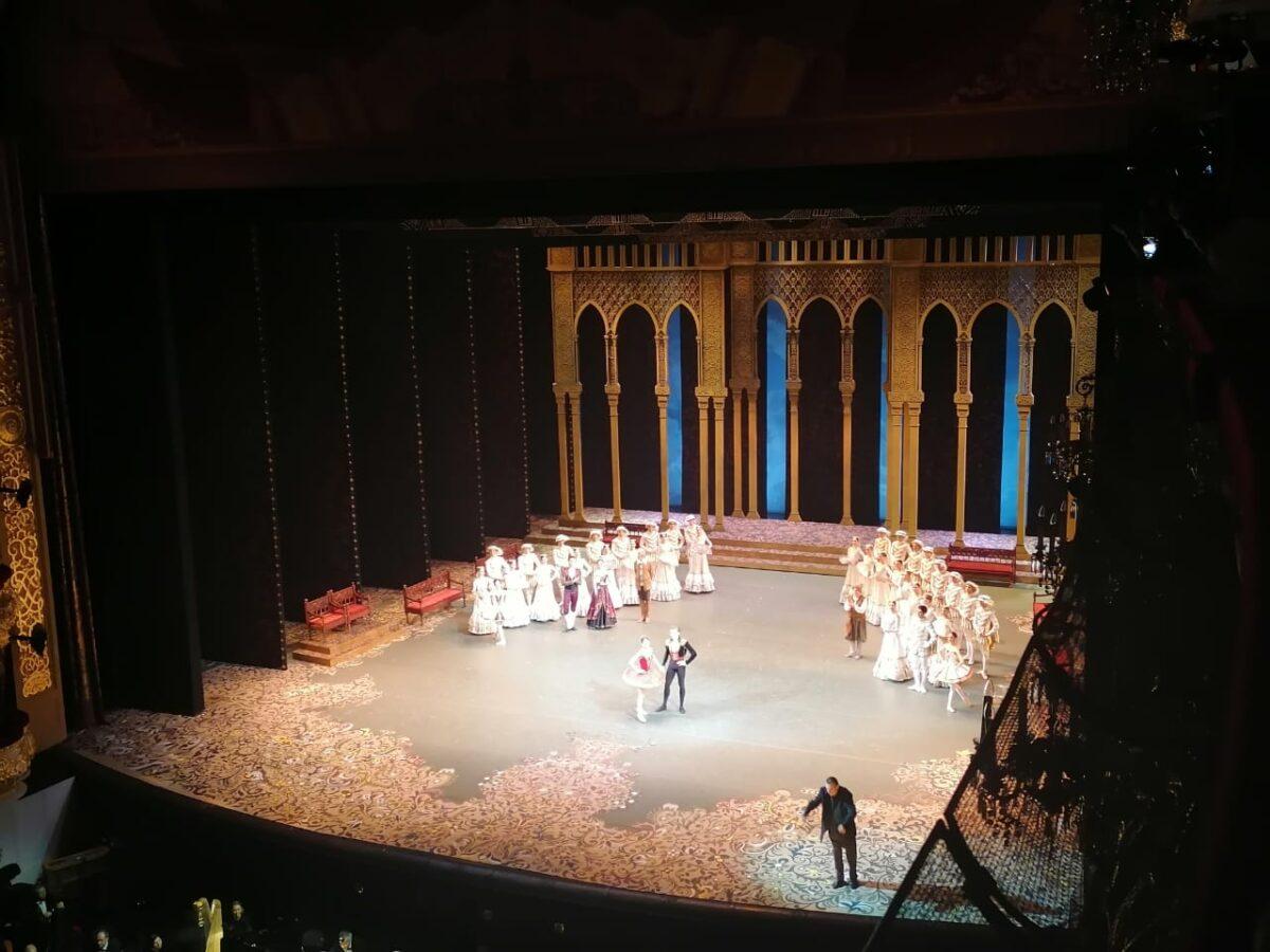Тверским медикам, которые борются с коронавирусом, подарили билеты в Большой театр