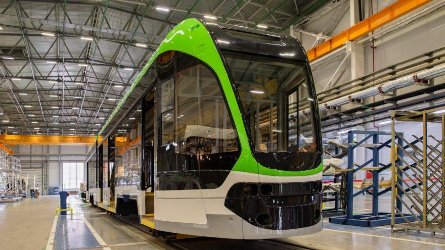 В Твери собрали первый в стране низкопольный трамвай для узкой колеи