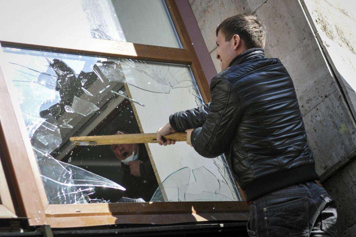 Вор отжал решётку и ограбил магазин в Тверской области
