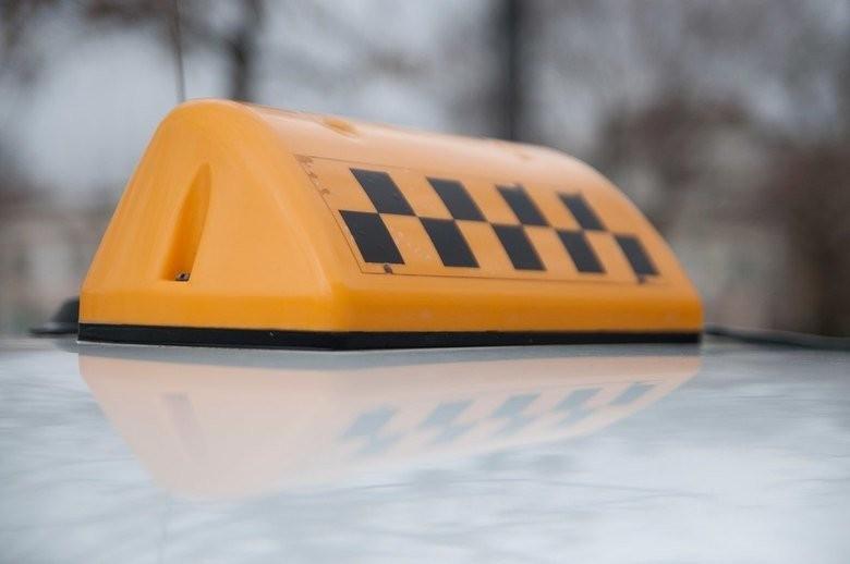 В Тверской области женщину ограбили в такси