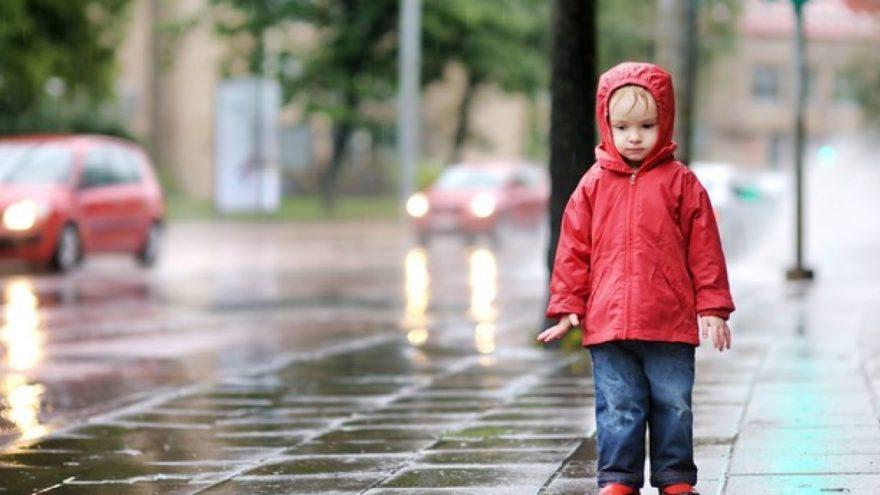 В Тверской области машина сбила ребёнка, который был на улице один