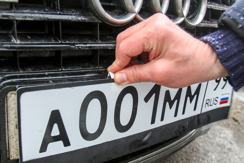 """Тверские водители смогут покупать """"красивые"""" номера через портал госуслуг"""