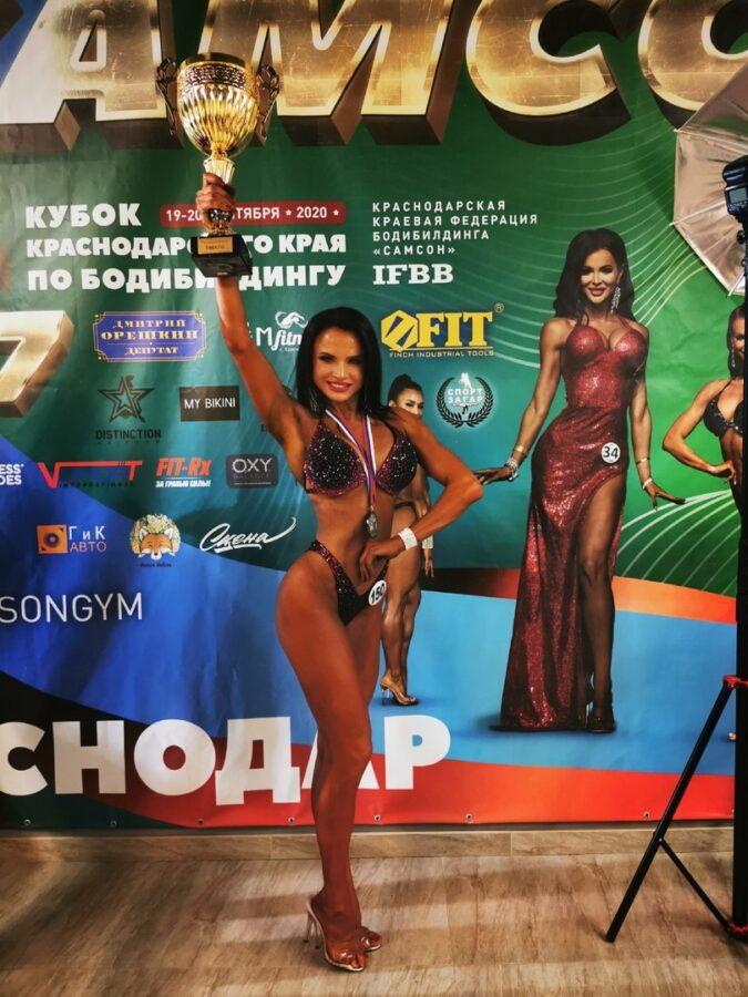 Хрупкая девушка из Тверской области стала абсолютной чемпионкой по бодибилдингу