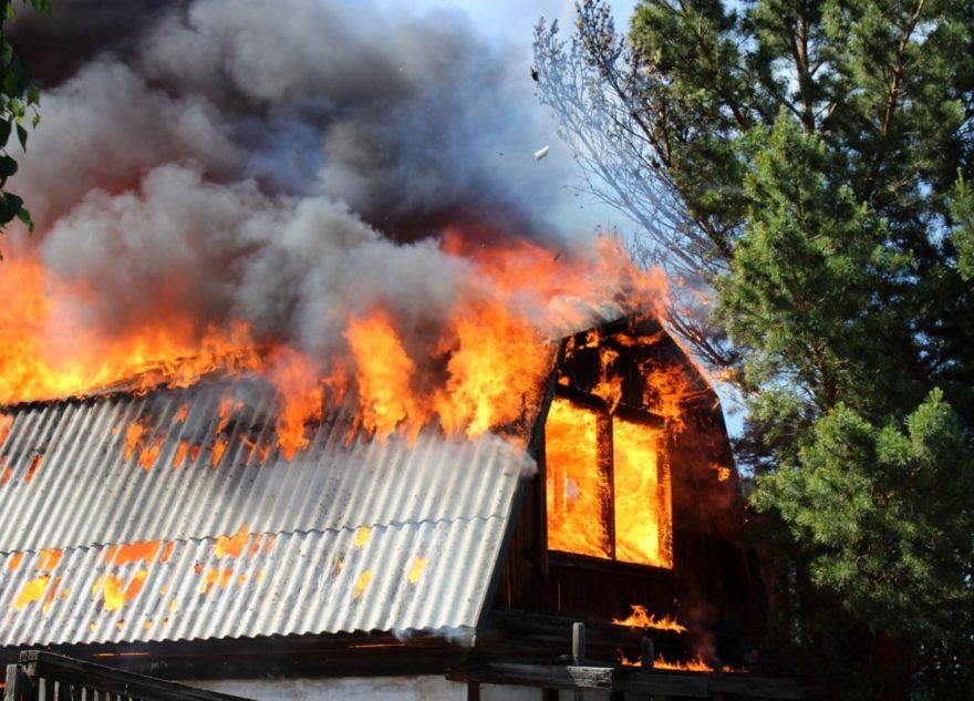 В Калининском районе под Тверью сгорела дача