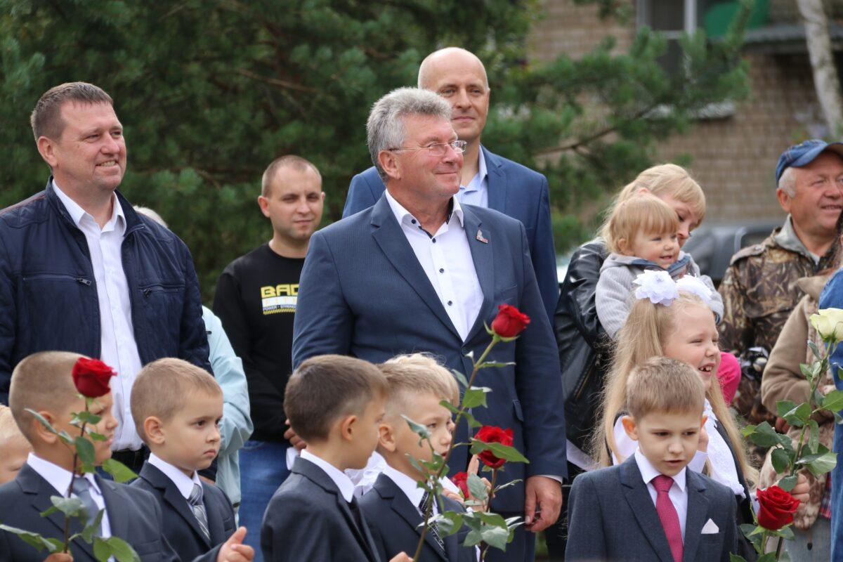 Андрей Белоцерковский на торжественной линейке поздравил ржевских школьников с Днем знаний