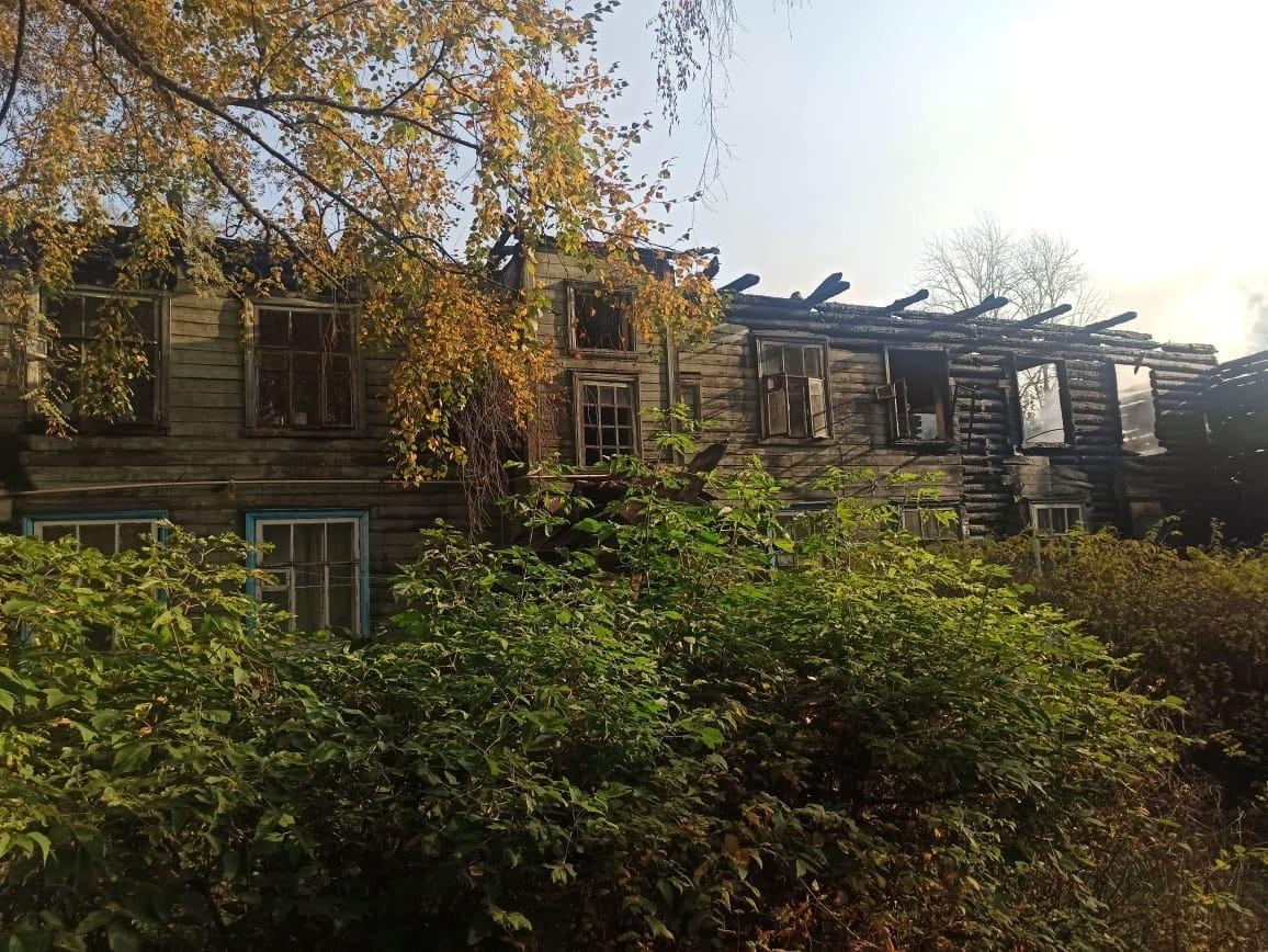 Пожарные Тверской области вывели пять человек из горящего дома