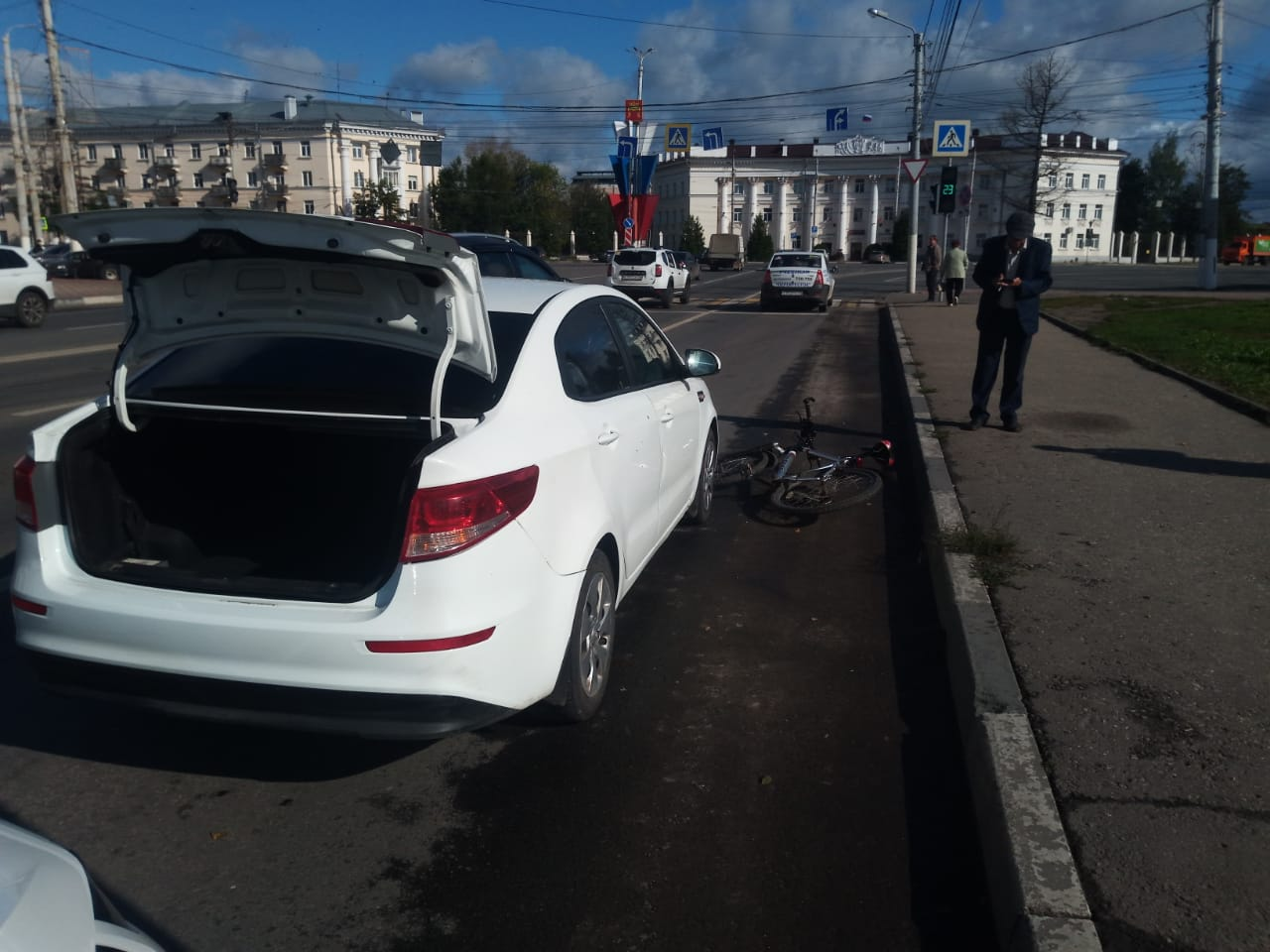 Велосипедист врезался в открывшуюся дверь автомобиля в Твери