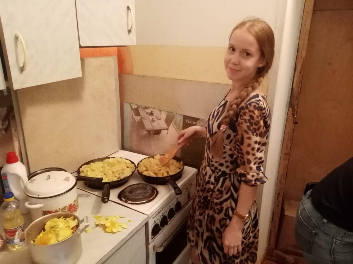 В Твери православная молодежь провела субботник в гостинице для бездомных