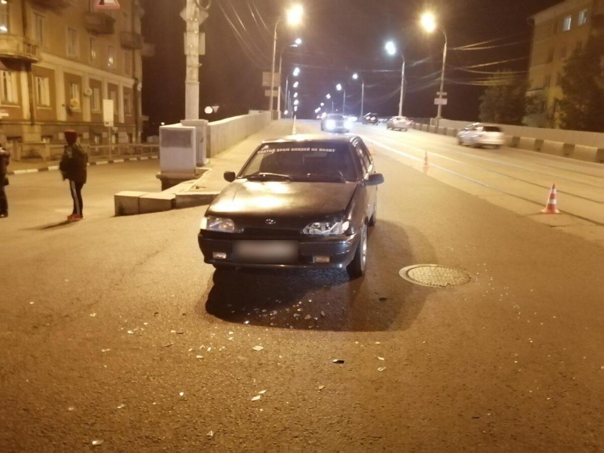 """На съезде с Нового моста в Твери ВАЗ протаранил """"Пежо"""""""