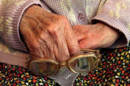 В Тверской области мать и сын ограбили беспомощную пенсионерку