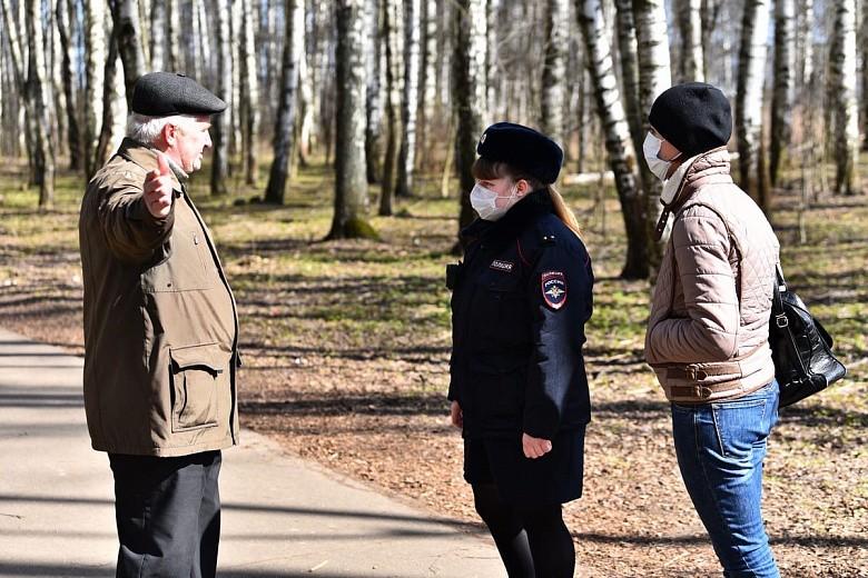 Житель Тверской области гулял в парке без маски и получил предупреждение