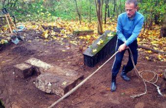 В Твери в могилу вернули останки купцов XIX века