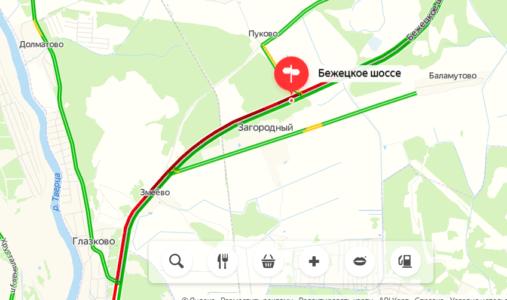 На въезде в Тверь с Бежецкого шоссе собралась огромная пробка