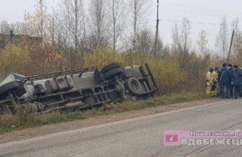 Водитель уснул за рулем в Тверской области и опрокинул грузовик