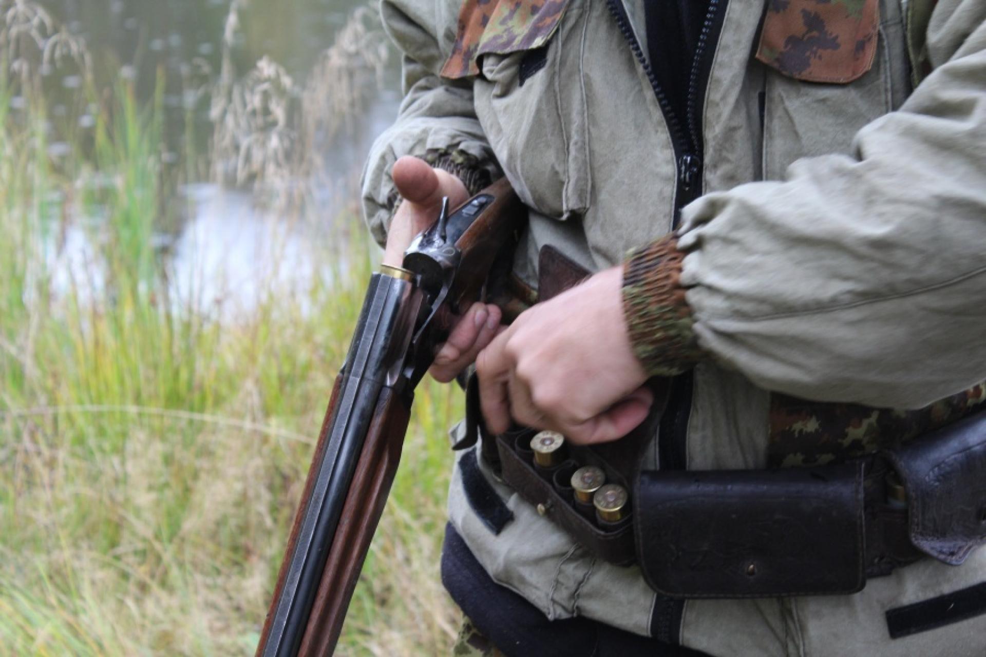 Вместо лося браконьер застрелил подельника в Тверской области