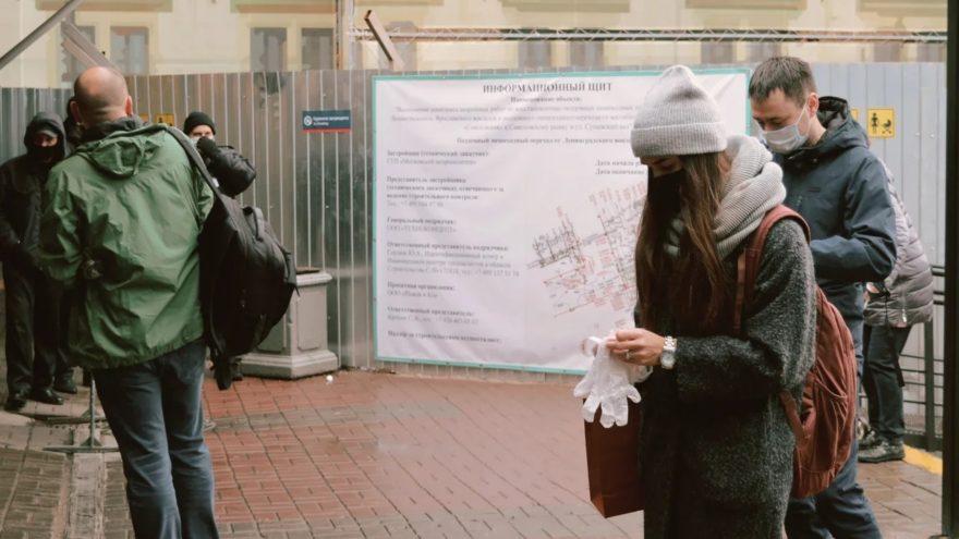 На станциях и в электричках Москва – Тверь полиция ищет людей без масок
