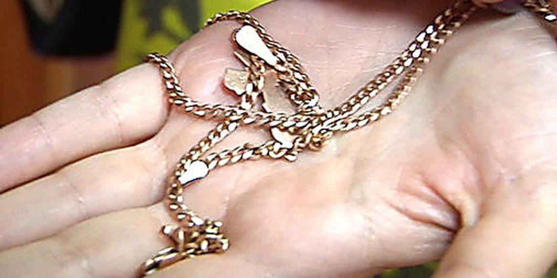 Пока жительница Тверской области спала, собутыльник украл у нее золото
