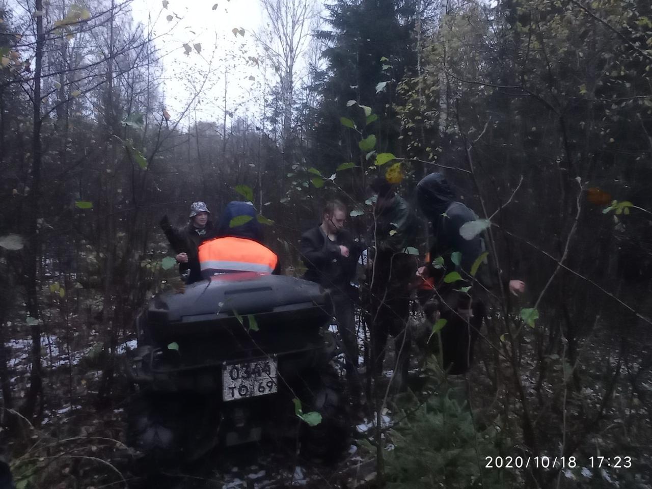 Под Тверью спасли трех мужчин, чуть не погибших в болотах