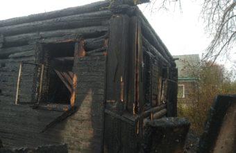 Под Тверью сгорел дом - хозяин успел выскочить в окно